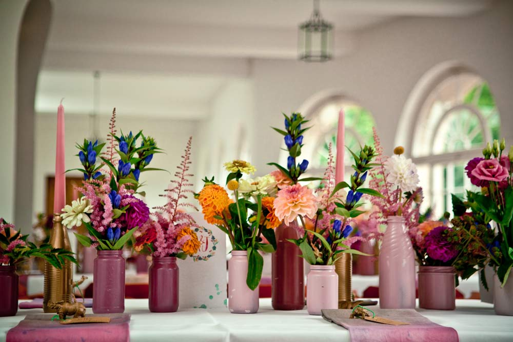 DIY Blumenvasen und Kerzenleuchter für die Hochzeitstafel